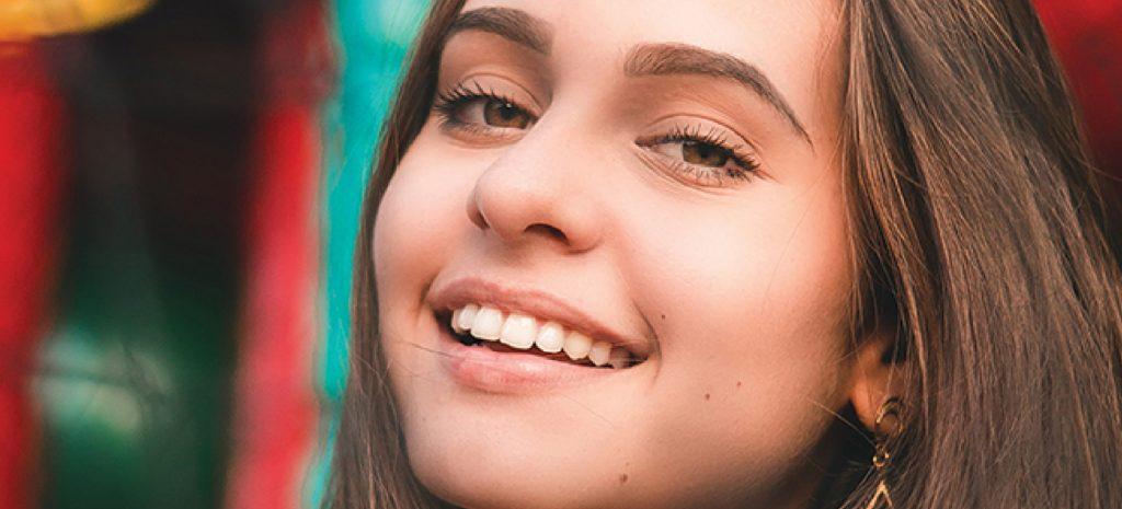 Gum Facts - Girl Smiling - Mint Dental